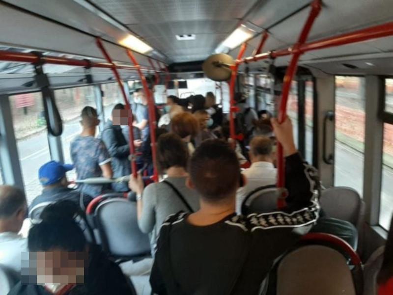 Su mezzi pubblici assembramenti ma per Atac tutto regolare